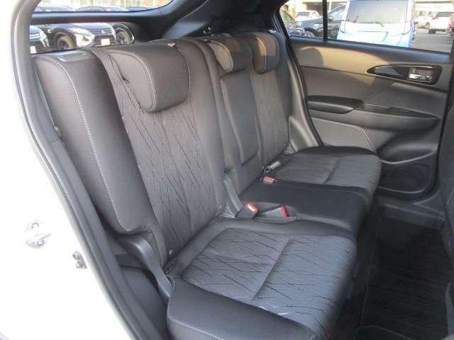 リヤシートは3人掛けになります。