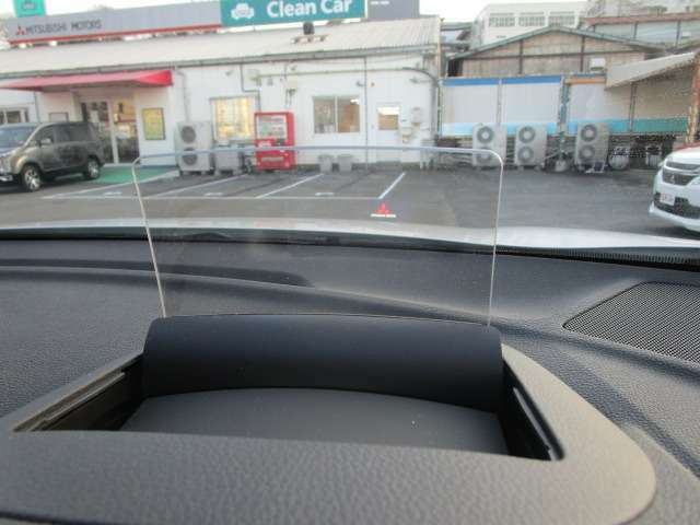 ヘッドアップディスプレイを採用!クルーズコントロール機能の情報や車速などを表示します。