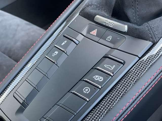 GTSは標準でスポーツクロノパッケージ、PASM、スポーツエグゾーストが搭載されております。