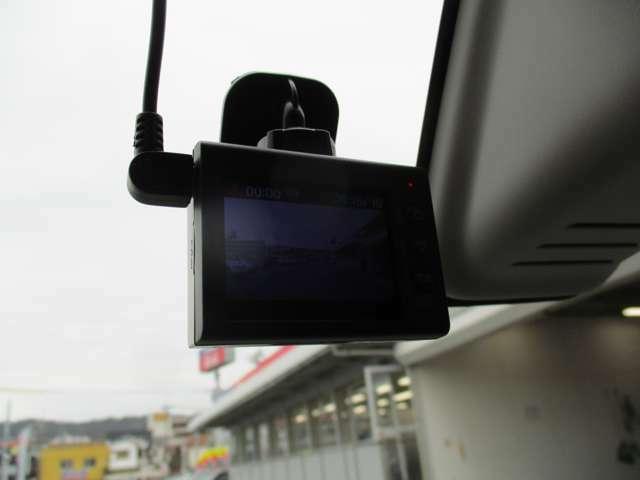 もしもの時に頼れる目撃者!ドライブレコーダーは今や必需品です。