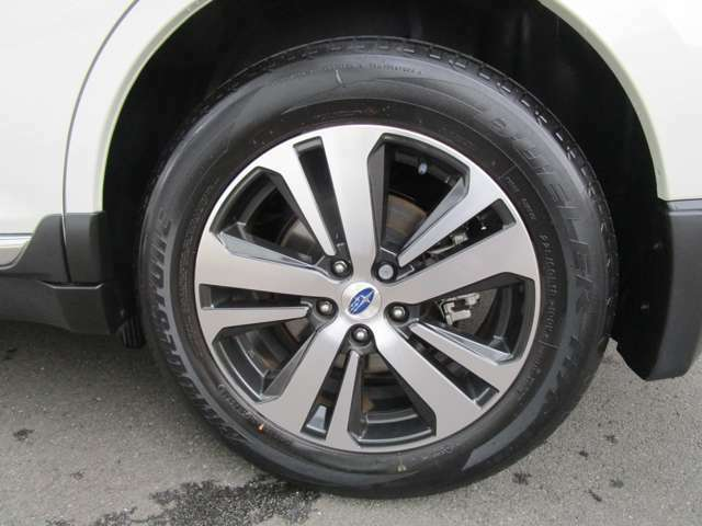 純正18インチアルミホイール タイヤサイズ225/60R18 盗難防止ロックナットあり