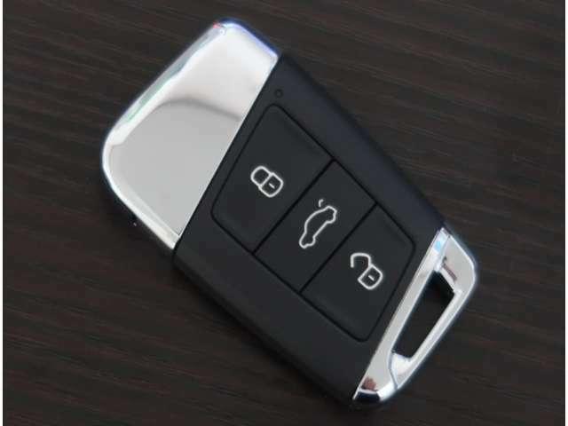 ●スマートキーシステム☆カバンやポケットに入れたままドアの開閉とエンジンスタートが可能です!とても便利ですよ♪
