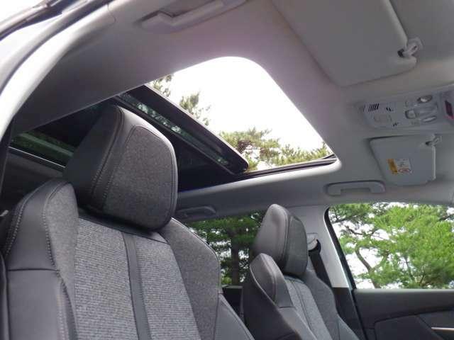 サンルーフ付きで開放的な車内! 快適ドライブをご堪能下さい!