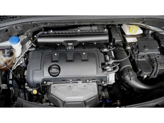 駆動方式はFF、エンジンは1.6L 直列4気筒DOHC。120ps発揮する、4速ATと組み合わせる