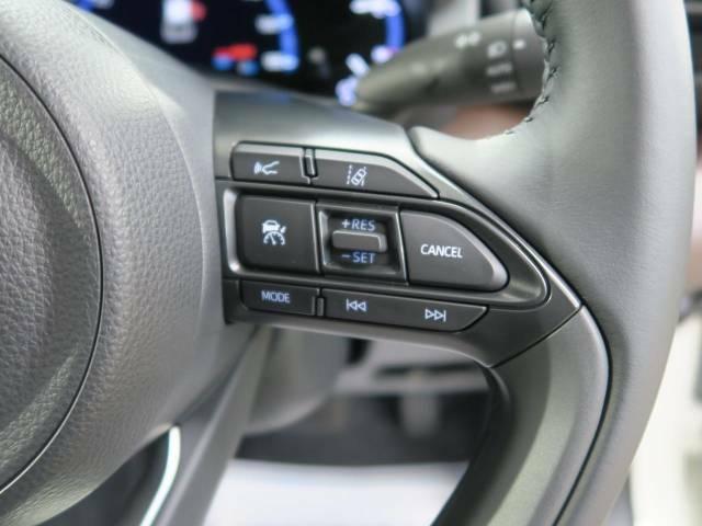 レーダークルーズコントロール 高速道路で便利な自動で速度を保つクルーズコントロールが、衝突軽減システムと連携し、前方の車両を感知して車間を保つように速度調節してくれます!!