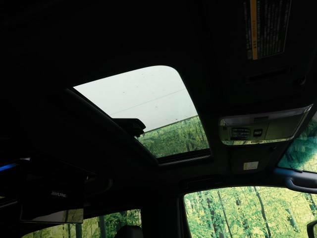 Wサンルーフ!車内はいつも明るく開放的なドライブが楽しめますね!!