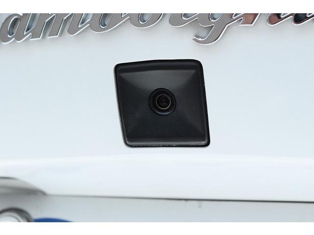 純正バックカメラ装備しております!純正品なので見た目もスッキリしており、映像も綺麗です。コーナーセンサーも装備しておりますので駐車時も安心して走行していただけます。