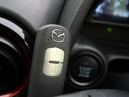 ●【スマートキー&プッシュスタート】ポケットに入れたまま鍵を挿さずに鍵の開閉、エンジンの始動を行えますので一度使うと手放せないくらい便利です♪