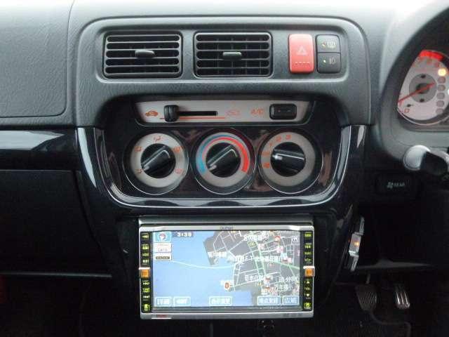 操作がカンタンで 扱いやすい社外ナビ装備。ドライブも楽しくなります。
