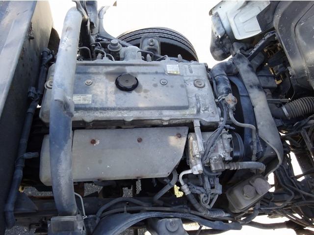 4M51型ディーゼルエンジン 5240cc 140馬力 ノンターボ ▲エンジン:オイルにじみ中(要点検)