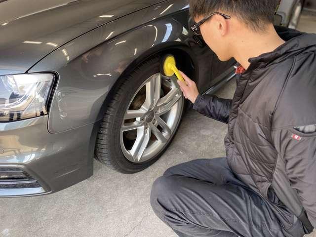 Aプラン画像:お客様のご購入車両には.、タイヤワックスをしてツヤだしをして!タイヤのひび割れを抑制します