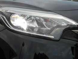 LEDヘッドライト装備、雨の日や夜間走行も安心です