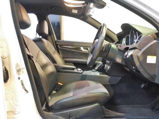 ●AMGスポーツPKG専用のハーフレザーシートを装備しております♪フロントシートには標準でパワーシートを装備しております。またレザーの状態もとてもよく、内装は専用のクリーニング剤で仕上げ済みです♪