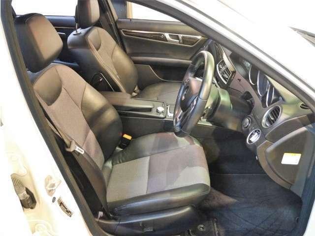 ●AIS社とJAAA社による第三者機関の車両鑑定書付きです。内装も高評価を取得しております。天張りやシート、ダッシュボードなど、とても綺麗です♪禁煙車ですのでタバコのヤニ汚れや嫌な匂いなどありません♪