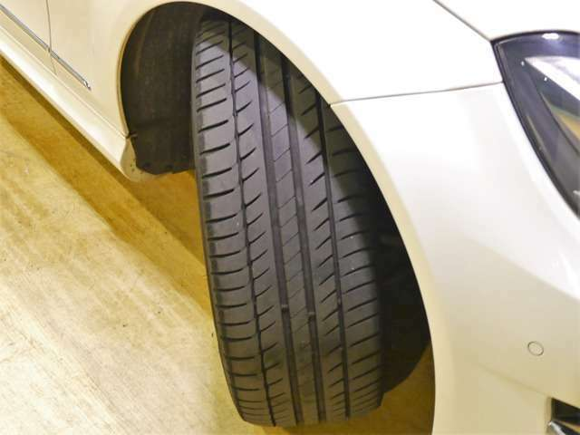 Bプラン画像:●「AMGスポーツパッケージ」専用のスポーティなデザインの17インチアルミホイールを装備しております♪タイヤ、ブレーキパッド残量もまだまだ残っており、安心してお乗り頂けます♪