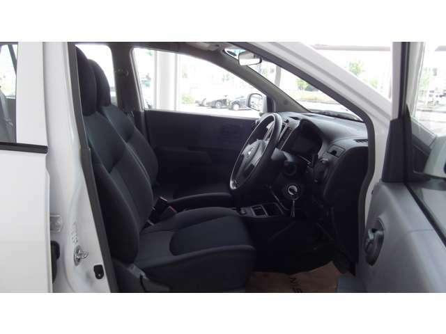 「運転席・助手席」ゆったりと座れますよ♪