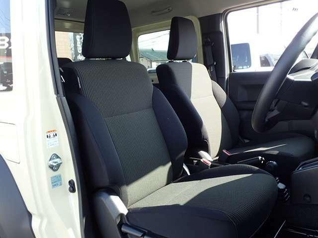 /SDナビTVスマートキー&エンジンプッシュスタート/セーフティーサポート/前席シートヒーター/CDオーディオ/Bluetooth/オートエアコン/4WD/フォグランプ/1500cc/アイボリーカラー