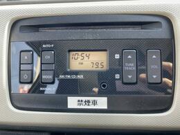 ◇純正オーディオ 操作性を高めたCDプレーヤーは、インテリアに合わせた専用デザインです。