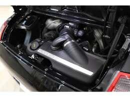 水平対向6気筒3.8Lエンジンはパワフルな走り!ポルシェならではのエキゾーストサウンドも病み付きになります。