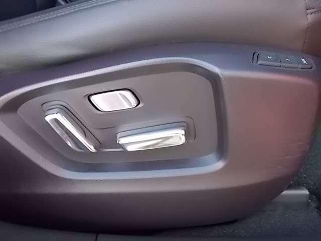 運転席、助手席電動シート(画像は運転席側)