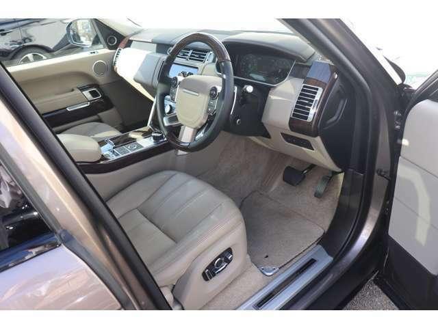 メーカーオプション「22ウェイ電動調整シート+シートバック上部調整+シートボルスター及びフロント/リアシート・ヒーター&クーラー付)(¥105,000)。