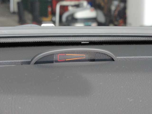 視認性の良いコーナーセンサーのインジケーターです。