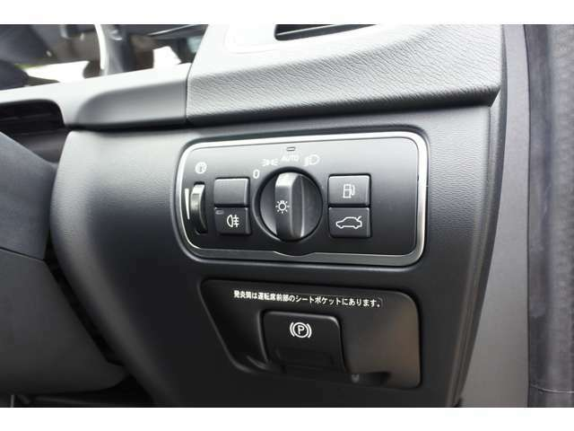 運転席の右下にスイッチを集約しています