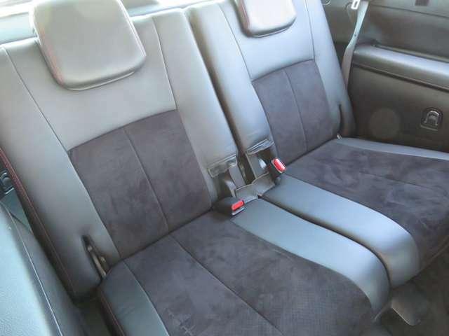 使用感のないサードシートはキレイな状態を保っておりますっ!