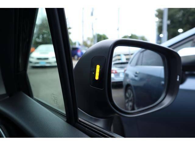 【SRVD】後方から接近する車両を検知しドアミラーに点灯します。車線変更が苦手な方でも安心です☆