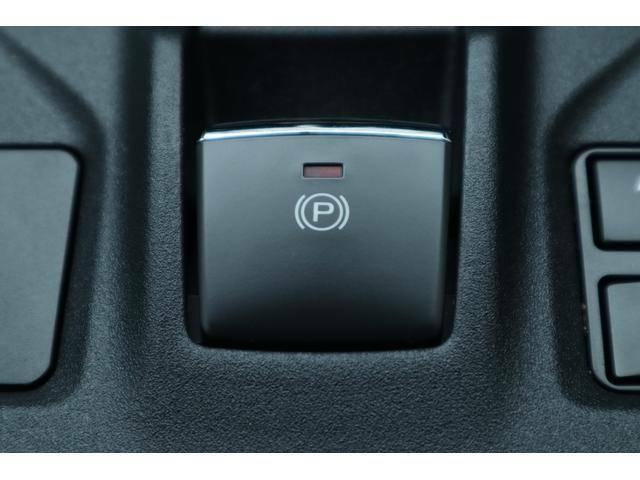 【電動パーキングアシスト】 までのサイドブレーキが電動パーキングブレーキになり操作も簡単★シートベルトを締めてDレンジに入れれば自動解除されそのまま発進でき、サイドブレーキの解除忘れがなくなります★