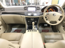 白基調の高級感のある内装です!運転中も気分が上がりますよ♪