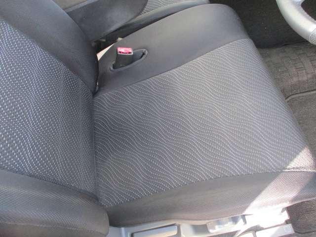 運転席のシートです。シートヒーターが付いております。