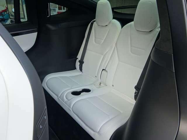 使用感少ないサードシートも非常にキレイです!