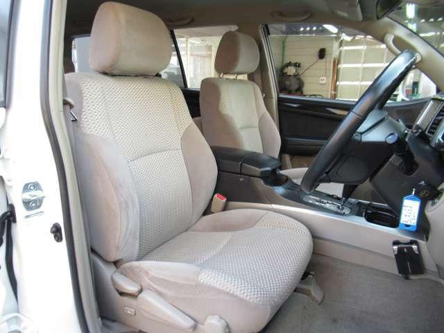 運転席の状態もキレイです☆座面、背面ともに目立つようなダメージもありません♪傷や汚れも少なく、とても綺麗です☆