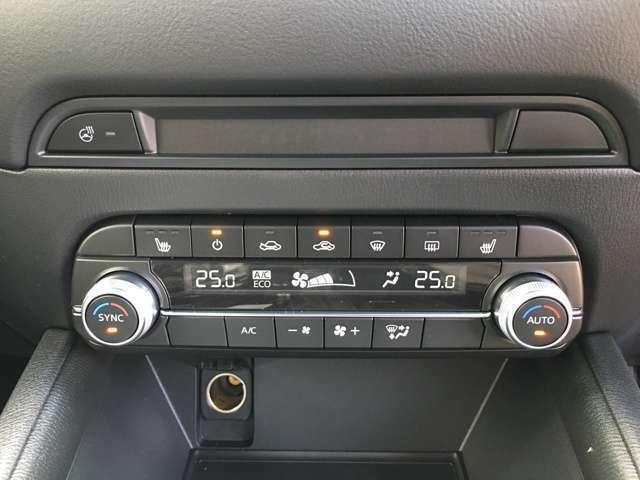 【オートエアコン】車内温度を感知して自動で温度調整をしてくれるのでいつでも快適な車内空間を創り上げます!冬場に助かる【シートヒーター】も装備しております!!