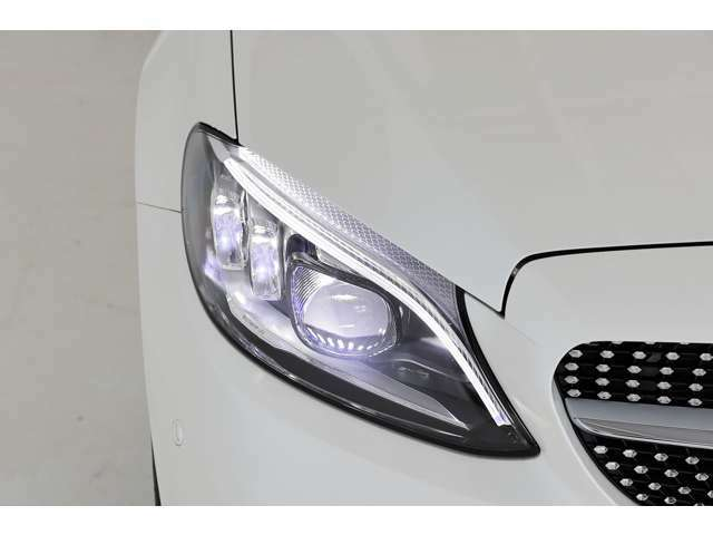 アイドリングストップ機能は標準装備で、環境へ配慮された設計です。