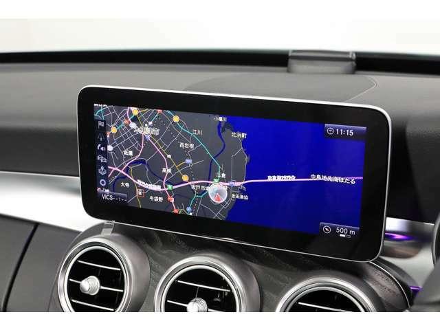 10.25インチのディスプレイが採用され、純正HDDナビ・ミュージックサーバー・地デジ・バックカメラなど多彩な機能を直感的に操作可能なコマンドシステム搭載で快適なドライブをサポートします。