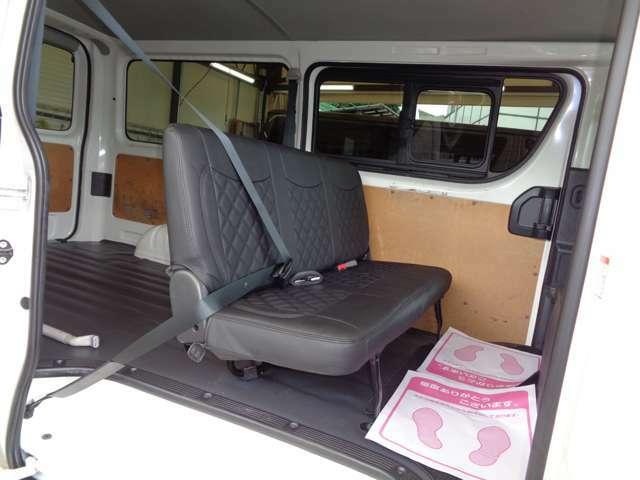 後席も綺麗!便利な両側スライドドア!リアフィルム施工済みでエアコン効率にも効果的!リアシートベルト装備で同乗者も安心です!リアシート不要のお客様は3名乗り定員変更も含め格安にて承ります!