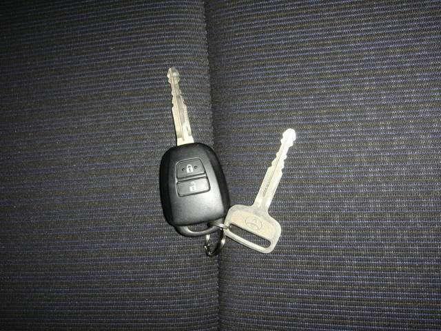 キーレスエントリー(スイッチを押すだけで手軽にドアのロックをかけたり、解除できるのでカギを差し込んで開閉する手間を省けます!)