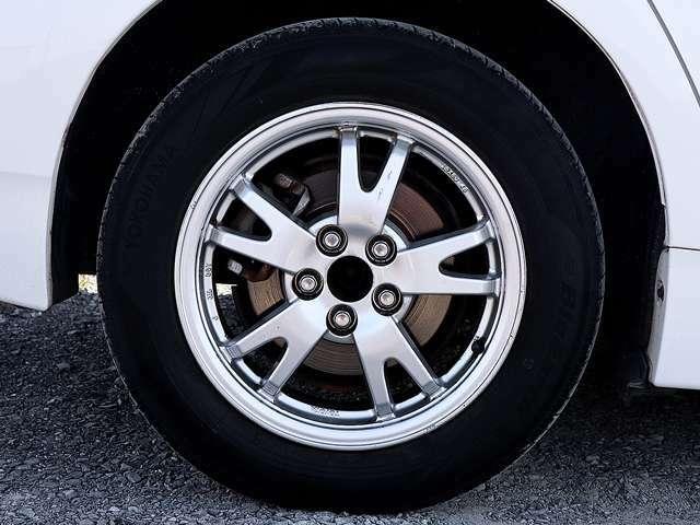 【アルミホイール】15インチアルミホイールです。タイヤ溝も残っておりますので、安心して乗ることが出来ます。
