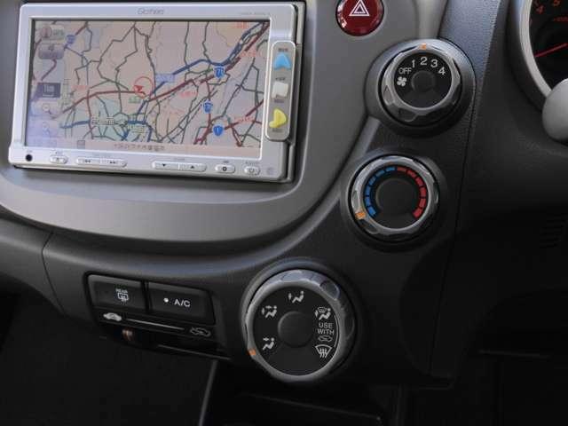 エアコンクリーニング済み 当社では1年以上経過した車両に対し、一度エアコンガスを全て抜いた上で新たにガスを補充しますので冷えもバッチリ!快適にお使いいただけます。