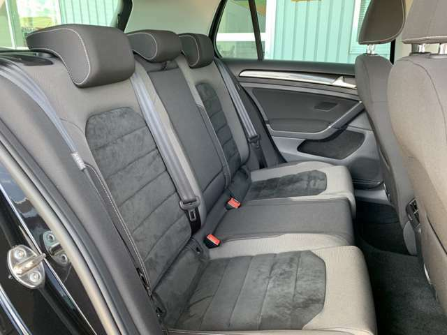 他社からのお乗り換え時、最初は少し姿勢の違いを感じられますが、長時間のドライブでも疲れにくいシート素材やポジション設計のこだわりを体感下さいませ!