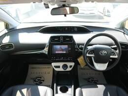 コックピット。車内もキレイで嫌な臭いもありません!ご納車後の臭いが付きにくくなる「空気触媒コーティング」もあります。