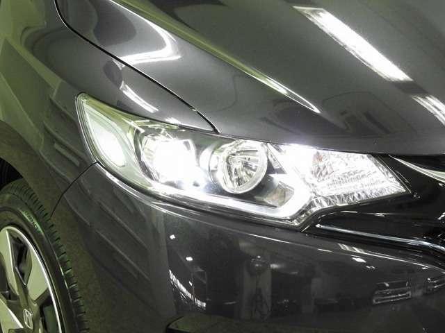 【LEDヘッドライト】大光量で夜道や雨の日の安心感を高めるLEDヘッドライト。周囲の明るさに応じて自動点灯・消灯/ライトの消し忘れも防げるオートライトコントロール付!明るいほうが運転疲労が軽減できます♪
