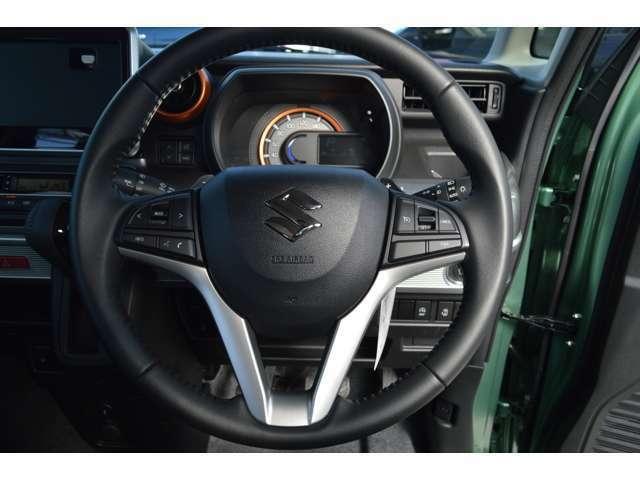シフトレバーをMレンジに入れればドライブが一気にスポーティーに切り替わる7速マニュアルモードパドルシフトです