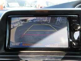 純正SDナビ♪ ガイド付きバックカメラで安心して駐車ができますね♪