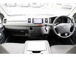 電動スイングアームリフト オートステップ 手すり 車いす2台積 車いす電動固定装置