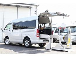 トヨタ ハイエースバン 3.0 ウェルキャブ Bタイプ ロング ディーゼルターボ 4WD 電動スイングアームリフト 車いす固定装置