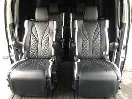 4列10名乗り 広々空間のワイドハイエースワゴンのオットマンシートで長距離移動も快適