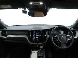 人気SUV・XC60の上級グレードインスクリプションが入庫しました!ガソリンエンジンモデルで、開放感抜群のサンルーフを備えた1台です!内装色もアンバーとなっており、おしゃれで上質な車両です!